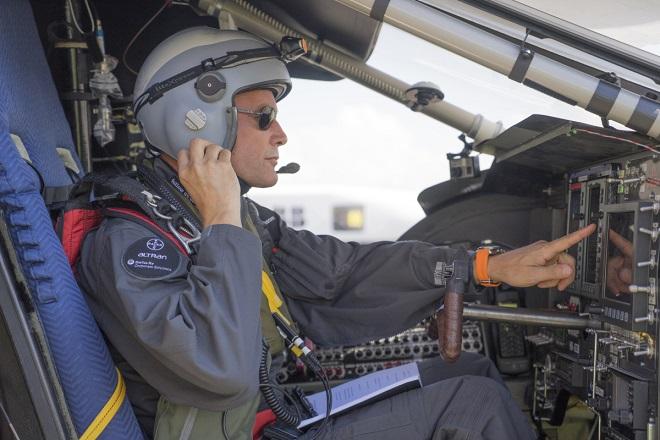 Бертран Пикар пилотирует Solar Impulse 2